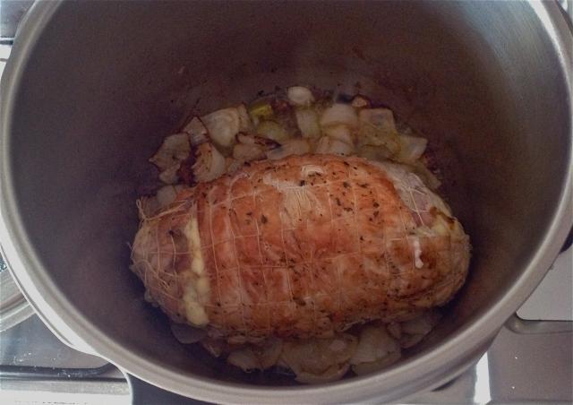 Salteando la carne y cebolla