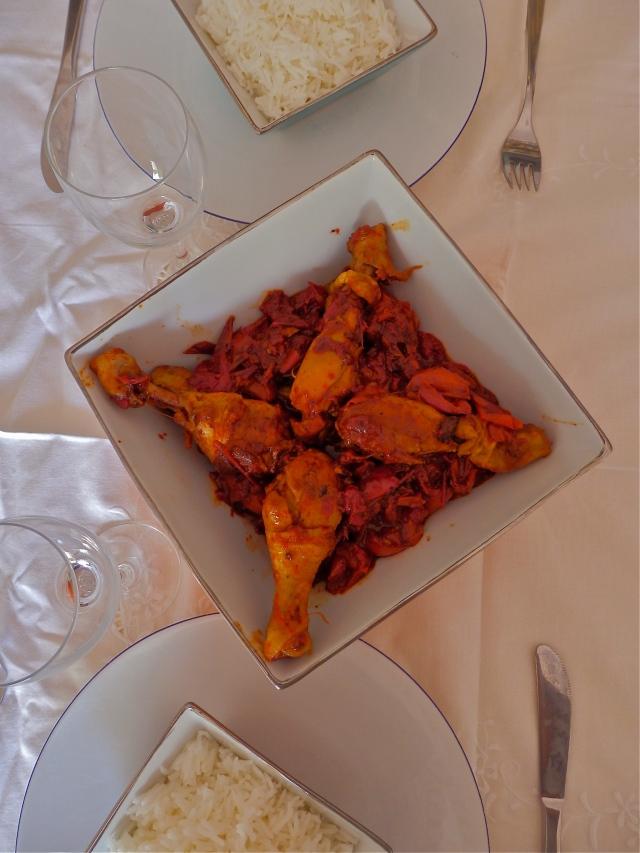 Pollo con pimientos servido con arroz