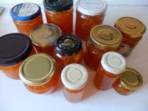 Tarros de mermelada de naranjas amargas
