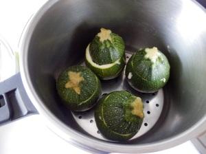Cocinando al vapor los calabacines