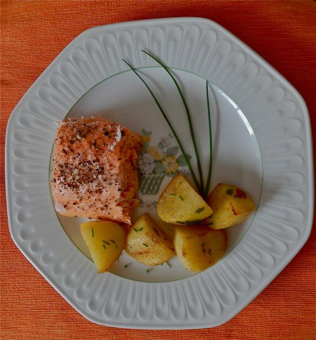 Salmón al horno con patatas molinera